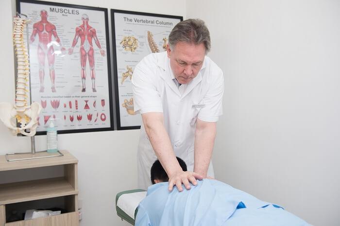 Điều trị thoát vị đĩa đệm từ gốc bằng Chiropractic