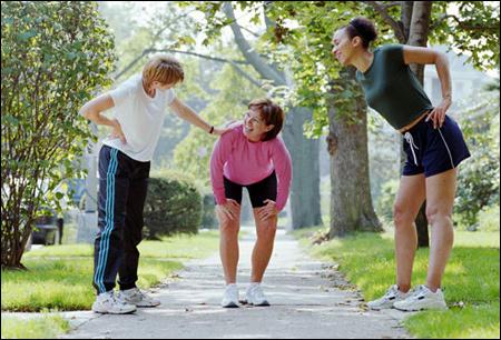 Đau thần kinh tọa có nên đi bộ?
