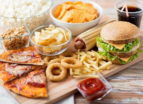 Không nên sử dụng nhiều thức ăn chế biến sẵn